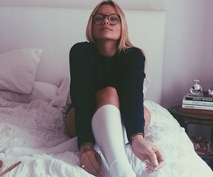alli simpson and glasses image