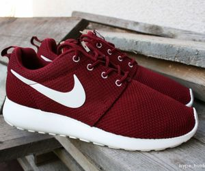 nike, roshe runs, and 😩 image