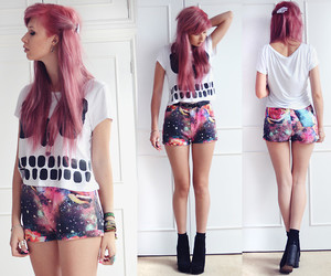 hair, outfit, and pink image