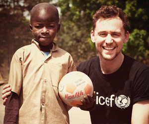 tom hiddleston and UNICEF image