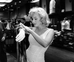 marilyn, shopping, and wife image