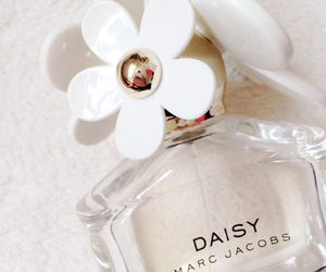 daisy, floral, and marc jacobs image