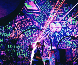 coldplay, Chris Martin, and concert image