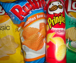 food, chips, and pringles image
