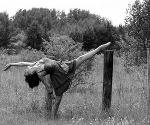 b&w, ballet, and beauty image