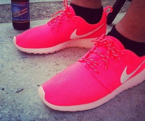 nike and roshe image
