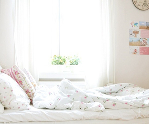 bed and summer image