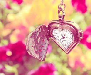 corazon, flores, and reloj image