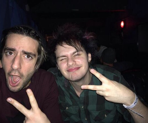michael clifford, 5sos, and all time low image