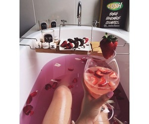 champagne and fraise image