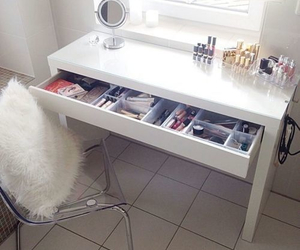 makeup and table image