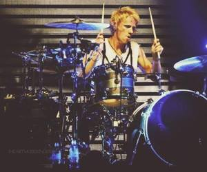 Dominic Howard, god, and handsome image