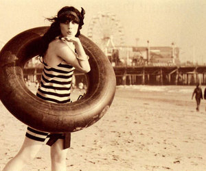 zooey deschanel, beach, and vintage image