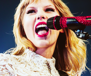 lips and Taylor Swift image