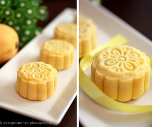 food, mooncake, and mooncale image