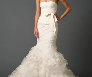 dress, Vera Wang, and wedding image