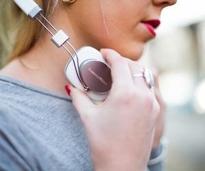 girl and headphone image