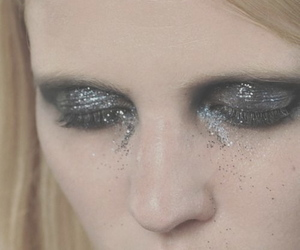 fashion, Lara Stone, and glitter image