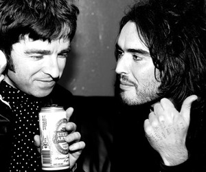 noel gallagher and russell brand image