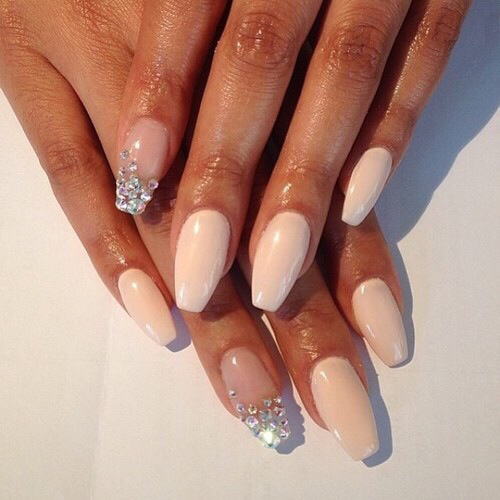 Pale Nails Discovered By Paulina On We Heart It