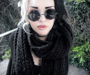 hair, black, and grunge image