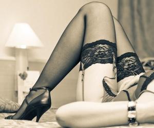amor, mujer, and piernas image