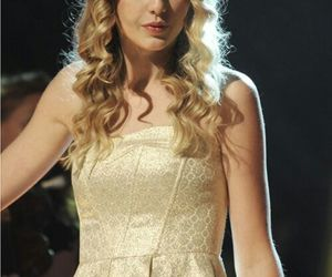 curls, Taylor Swift, and perfect image