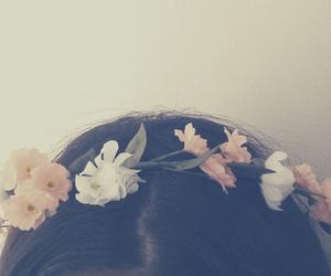 hair, vintage, and crown image