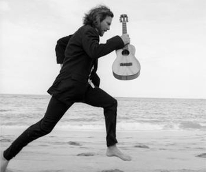 black and white, eddie vedder, and music image