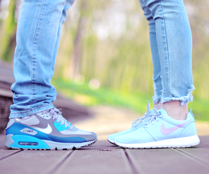 air max and couple image