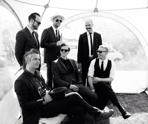 black and white and kaizers orchestra image