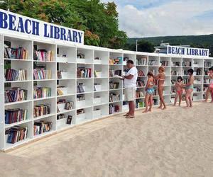 lindo, livros, and praia image