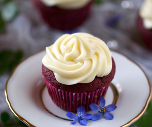 cream cheese, cupcakes, and red velvet image