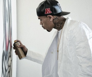 chris brown and team breezy image