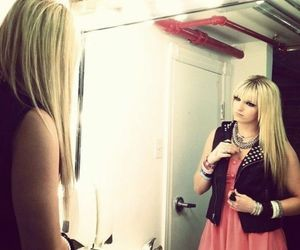 r5 and rydel image