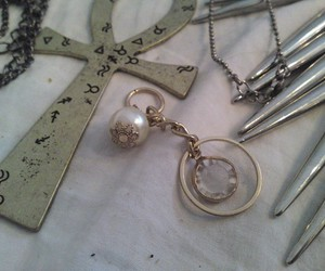 pearl, ankh, and spikes image
