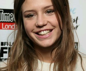 famous, smile, and adele exarchopoulos image