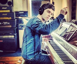 chief, music, and noel gallagher image