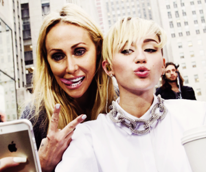 miley cyrus, miley, and mom image