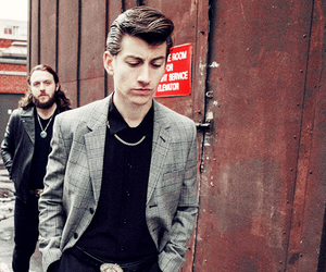 alex turner, arctic monkeys, and nick o'malley image