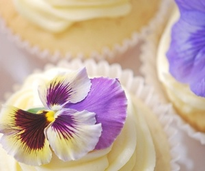 cupcakes, flowers, and frosting image