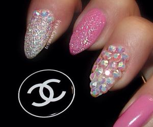 vintage dreamy nails image