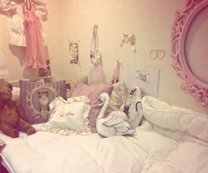 room and pink image