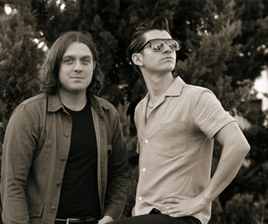 alex turner and nick o'malley image