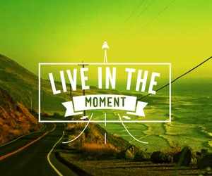 live and moment image