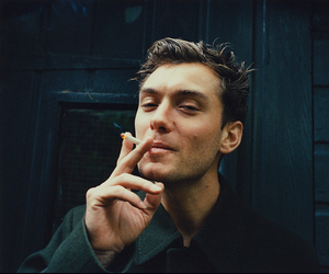 jude law, actor, and smoke image