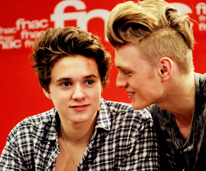 tristan evans, the vamps, and brad simpson image