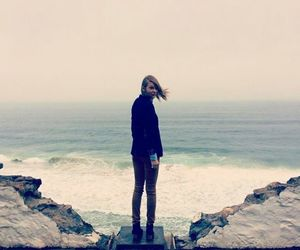 Taylor Swift, sea, and taylor image