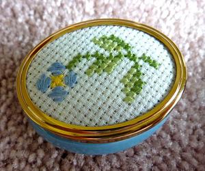 flower, box, and cross stitch image