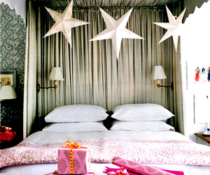 bed and stars image